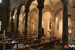 250px-inside_of_the_church_of_santi_apostoli_florence