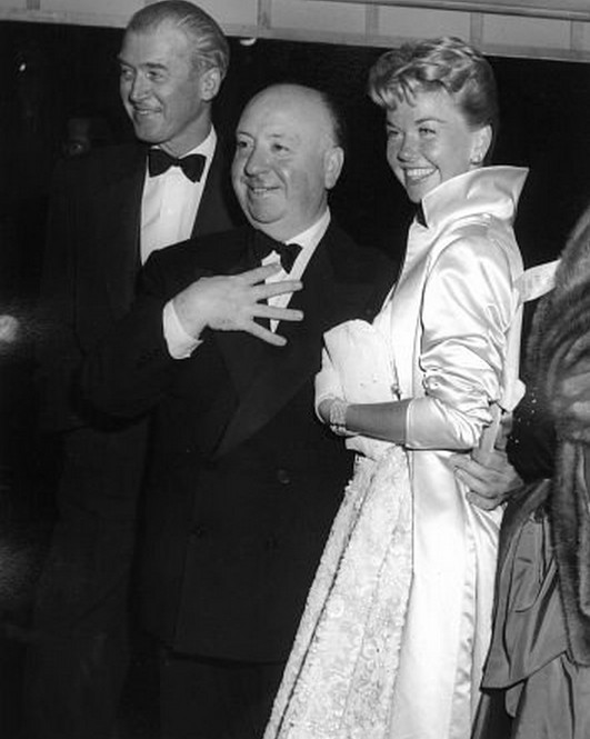 Jimmy-Stewart-Alfred-Hitchcock-and-Doris-Day-at-the-premiere-of-The-Man-Who-Knew-Too-Much-1956