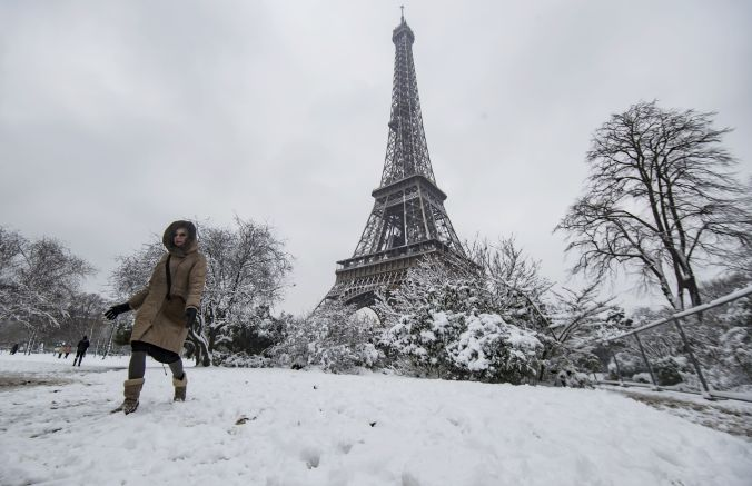 Snow in Paris, France - 07 Feb 2018