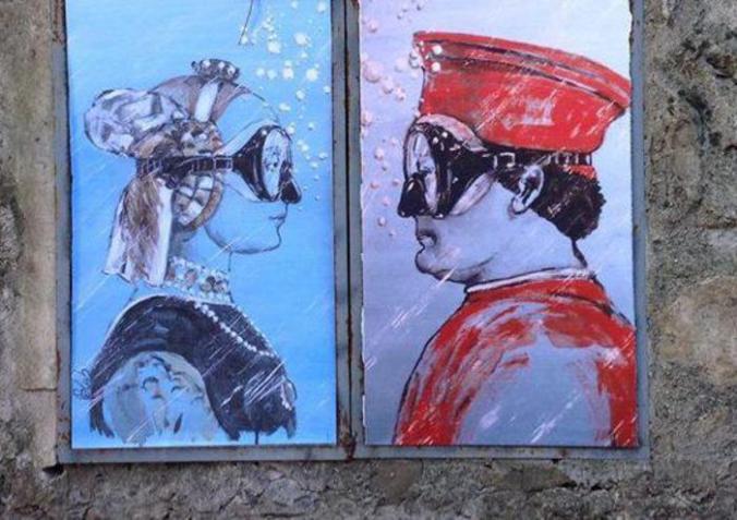 Arte: Gesù e Picasso con maschera sub, writer tappezza vie