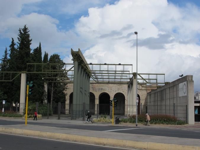 Firenze,_stazione_leopolda,_ingresso