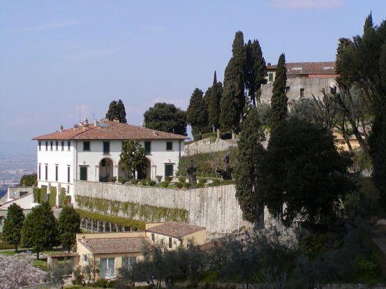 1200px-Villa_Medici_a_Fiesole_1