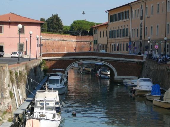 See the Historic Venezia District of Livorno_1